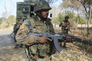 克什米尔村庄枪战 两名印度士兵和4名武装人员在交火中死亡另有5人受伤