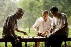 法媒:中国老人的寿命更长 健康水平却在下降