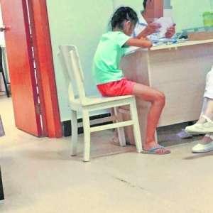 武汉一医生上班带小孩遭质疑 院方-情况特殊已道歉