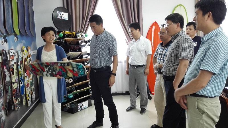 省体育局副局长甄国栋来潜山调研体育产业工作